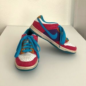 ♥️MAKE OFFER♥️ Sz 6 Multi-Colored Nike Sneakers